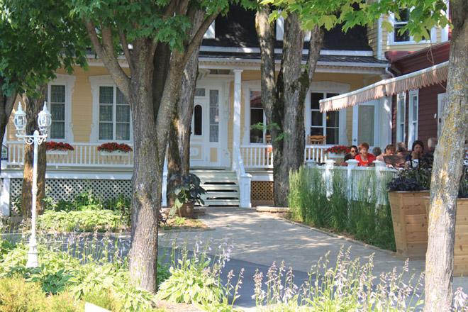 H bergement auberge 10 auberges et chalets color s for Auberge de la maison blanche