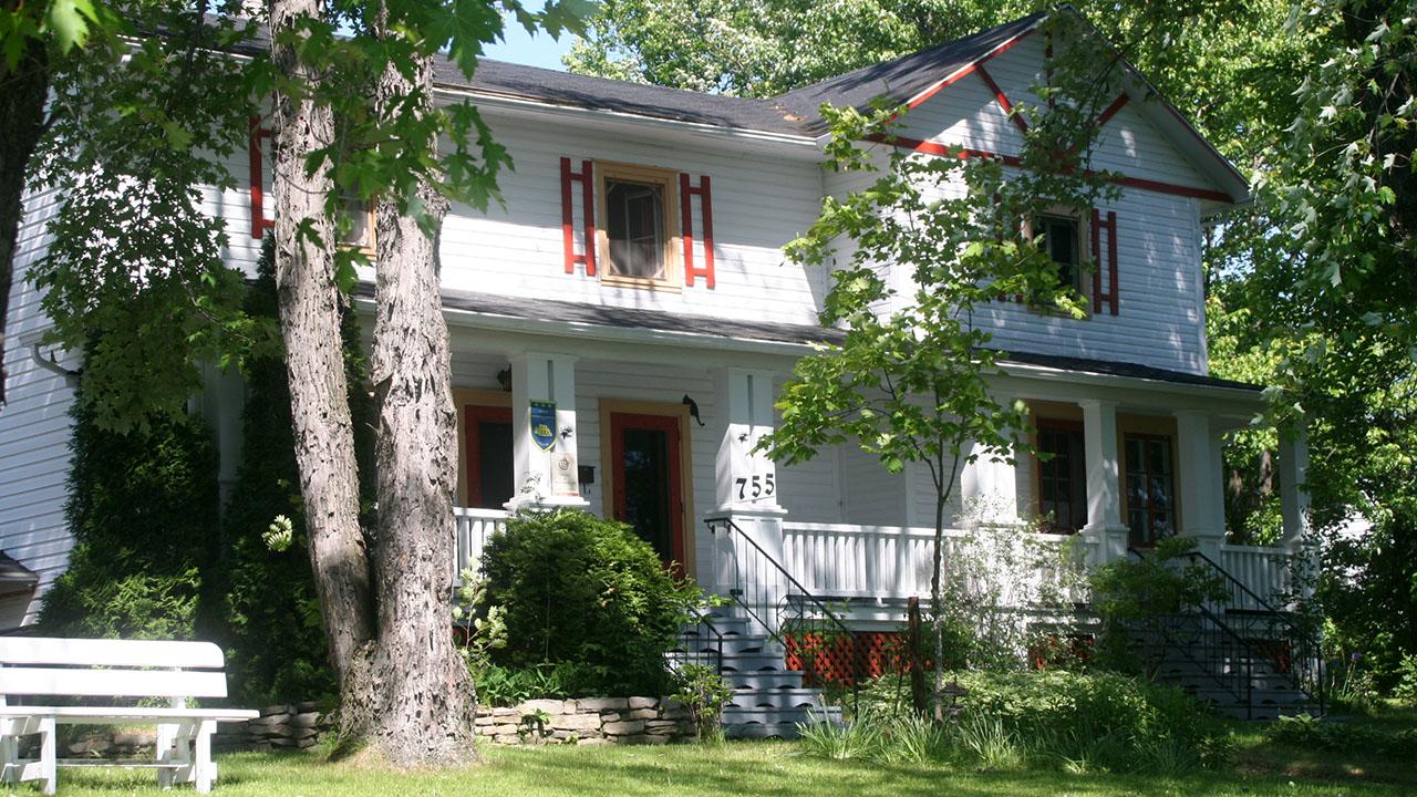 L Almatoit (Alma, Quebec) - Guest house Reviews - TripAdvisor