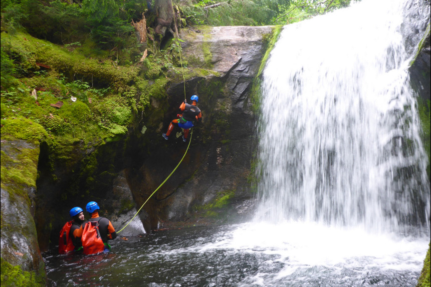 Canyoning Quebec au Massif de Charlevoix © Marc Tremblay